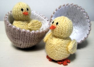 Chick & Egg by Alan Dart. Free knitting pattern.